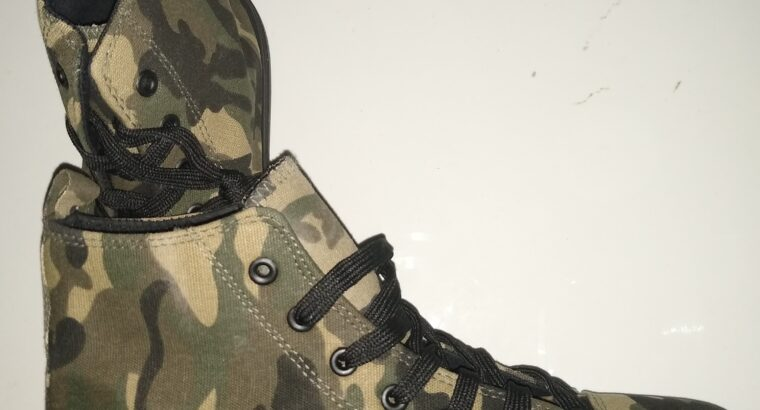 Brand New men camouflage Converse