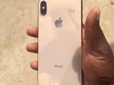 IPhone XS MAX 256gig Gold going for cool 3600