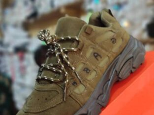Top Quality Fashionable Sneakers