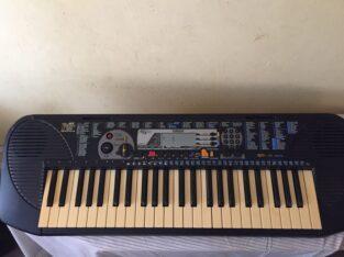 Yamaha PSR-79 beginner keyboard