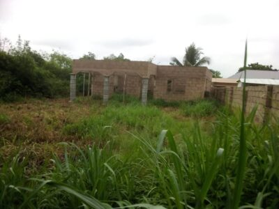 POKUASE UNCOMPLETED 3-BEDROOM BUILDING FOR SALE